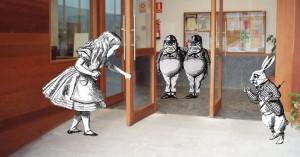 Alicia nos abre las puertas.
